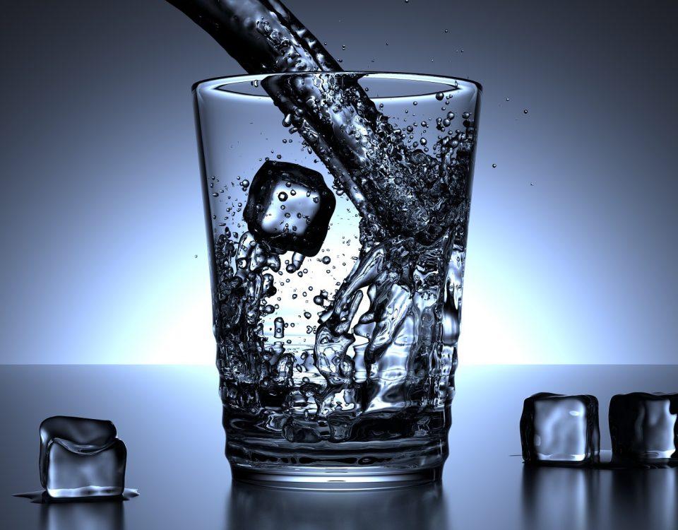 Tomar mucha agua es el primer paso para desintoxicar nuestro cuerpo